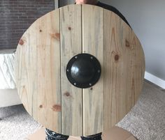 Homemade Viking shield by me Viking Dragon, Viking Axe, Iron Age, Viking Shield Design, Vikings, Wood Projects, Woodworking Projects, Viking Pattern, Medieval