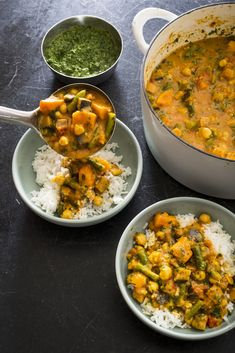 Indian-Style Vegetable Curry with Potatoes and Cauliflower - From America's Test Kitchen, this is a recipe for the ultimate vegetable curry, one with a variety of perfectly cooked vegetables and a deeply flavourful red curry sauce. Indian Food Recipes, Vegetarian Recipes, Healthy Recipes, Healthy Foods, Ethnic Recipes, Vegetable Curry, Vegetable Sides, Chorizo And Potato, Potato Recipes
