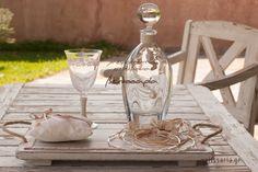 Πρωτότυπο σετ γάμου,κατάλληλο κυρίως για καλοκαιρινούς γάμους. Μπορείτε να επιλέξετε από διαφορετικές εικόνες το δίσκο-καράφα-ποτήρι και να φτιάξετε το δικό σας σετ (άλλωστε γιαυτό πωλούνται και χωριστά). Πωλούνται και χωριστά.Δίσκος ξύλινος πατίνα 45€ ,καράφα κρύσταλλο Βοημίας 55€, ποτήρι κρυστάλλινο 20€. Αν θέλετε μπορείτε να επιλέξετε και το μαξιλαράκι για τις βέρες σε τιμή 15€ (θα τα βρείτε στις εικόνες 35-48). Στην τιμή συμπεριλαμβάνεται ΦΠΑ 23%. Destination Wedding, Wedding Day, Wedding Decorations, Table Decorations, Bridal Shower, Romantic, Invitations, Home Decor, Weddings
