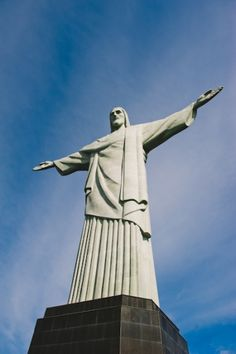 Christ the Redeemer Statue Rio - Entouriste Christ The Redeemer Statue, Copacabana Beach, Passport Stamps, Angel Eyes, Large Art, South America, Statue Of Liberty, Christianity, Travel Inspiration