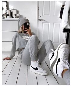 VINTAGE NIKE #nike #blazer #outfit Nike Blazers Outfit, Blazer Outfits, Nike Outfits, Cute Comfy Outfits, Trendy Outfits, Fashion Outfits, Fashion Hacks, Aesthetic Shoes, Aesthetic Clothes
