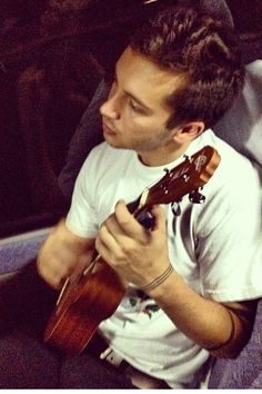 Tyler Joseph with his uke Chicago (which he named during a show in Chicago...)