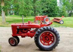 FARMALL Super M Antique Tractors, Vintage Tractors, Vintage Farm, Tractor Pictures, Farm Pictures, International Tractors, International Harvester, Farmall Super M, Farmall Tractors