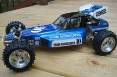 In 1985 MIP introduced a conversion kit for the Associated after making such conversions for early Tamiya offroad cars before. The very first version featured a flexible cable for connecti… Remote Control Boat, Radio Control, Rc Cars Diy, Rc Buggy, Rc Cars And Trucks, Slot Cars, Race Cars, Rc Model, Tamiya