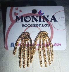 Aretes hands, disponible en Monina accesorios https://www.facebook.com/Monina.store
