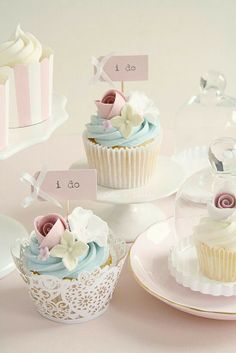 A mixture of different cupcake liners. Like this idea