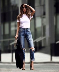 Ripped jeans and white tee Outfit Inspiration Life Without Louboutins Outfits Inspiration Ripped jeans and white tee Outfit Inspiration Life Without Louboutins Outfits Inspiration Brille Geheimnisse brillege nbsp hellip outfit inspiration Fashion Mode, Look Fashion, City Fashion, Jeans Fashion, 70s Fashion, Womens Fashion Outfits, Fashion Clothes, Fashion Boots, Fashion Dresses
