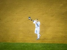 Derek Jeter says goodbye to Yankee Stadium