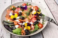 Smoked salmon salad w/edible flowers