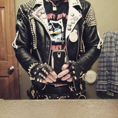 Punker shows off his studded jacket and shirt for a punk band Punk Outfits, Grunge Outfits, Cool Outfits, Fashion Moda, Punk Fashion, Rockabilly Fashion, Fashion Hacks, Lolita Fashion, Fashion Boots