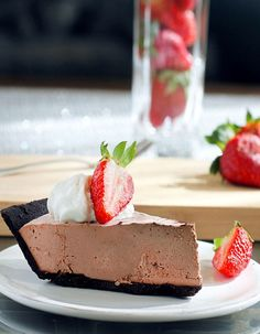 NO sugar, NO flour, NO baking required. Chocolate truffle pie that is secretly healthy but tastes so sinful! http://chocolatecoveredkatie.com/2012/02/16/chocolate-strawberry-truffle-pie/