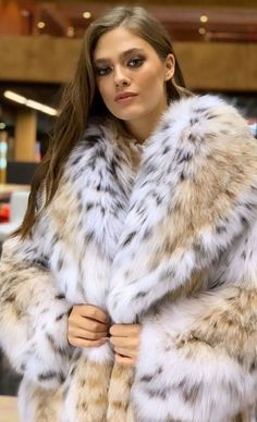 Fur Fashion, Winter Fashion, Womens Fashion, Lynx, Sexy Women, Women Wear, Fur Accessories, Fabulous Furs, Fox Fur