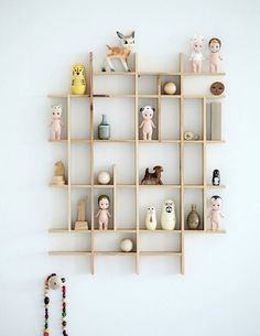 Here are some playful and practical shelf ideas for a kids room. If you like a little project, many of these shelves can easily be recreated at home. And they will provide lots of inspiration, perhaps to create your own unique version. Deco Kids, Sonny Angel, Wall Decor, Room Decor, Nursery Decor, Diy Wall, Wall Art, Home And Deco, Kid Spaces