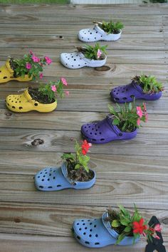 Use Crocs shoes as small deck planters