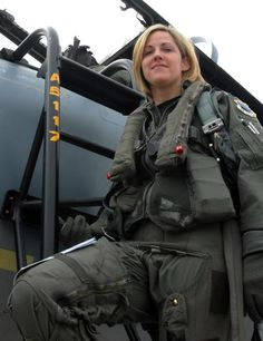 Aviation et Pinup ! - Page : 40 - Salon de discussion - FORUM Les clubs Air Force Women, Us Air Force, Female Pilot, Female Soldier, Jet Fighter Pilot, Fighter Jets, Pin Up, Female Fighter, Military Women