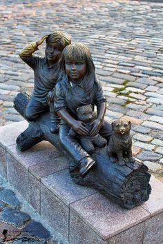 Orășelul Copiilor - Bucureşti Lion Sculpture, Statue, Art, Art Background, Kunst, Performing Arts, Sculptures, Sculpture