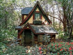 Fairy Tale House, Merriam, Minnesota in USA is the most popular house in USA.It is perfect. Nobody around and room enough for two.Maybe Hanzel and Gretal went here.