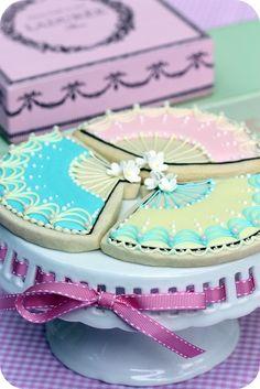Tea Party Decorated Cookies  HV: cukormáz habzsák dekorcső coupler Megvásárolhatsz mindent a GlazurShopban! http://shop.glazur.hu #kekszdekoracio