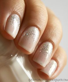 Glitter and Nails: Essie Waltz + Kiko 271 o il mio primo gradiente scintillio Essie, Hair And Nails, My Nails, Pink Nails, Nude Sparkly Nails, Glitter Fade Nails, Vegas Nails, Soft Nails, Pink Sparkles