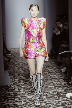 FLOWERS / IT ALL STARTED HERE = Balenciaga SS2008