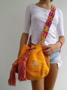 Best 12 DESCRIPTION This Beautiful and unique Morral Bag is an Otomiartesanal exclusive design, proudly hand woven by Mexican Artisans from Mayan Zone. This Pouch has been Inspired in the beautiful Wayuu bag from Colombia and Venezuela. The Mayan Morral Bag Crochet, Tapestry Crochet, Embroidery Techniques, Knitted Bags, Kind Mode, Hand Knitting, Maya, Purses And Bags, Hand Weaving