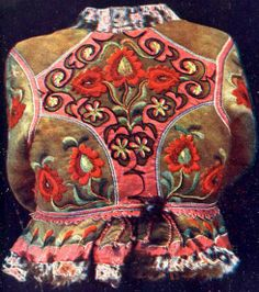 Hungarian Embroidery Hungarian sheepskin jacket with embroidery ködmön Hungarian Embroidery, Folk Embroidery, Embroidery Patterns, Floral Embroidery, Parisienne Chic, Embroidery For Beginners, Embroidery Techniques, Stitch Head, Chain Stitch Embroidery