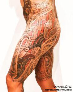 Puhoro in progress. The right side representing Ruatau and the left side Rehua - elements of Maori esoteric knowledge. Dog Tattoos, Maori Tattoos, Body Art Tattoos, Tatoos, Upper Leg Tattoos, Side Hip Tattoos, Great Tattoos, Beautiful Tattoos, Tattoos For Guys
