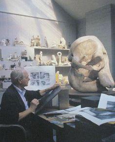 Henry Moore drawing an elephant skull on an etching plate, 1968 Artist Life, Artist Art, Artist At Work, Famous Artists, Great Artists, Henry Moore Drawings, Elephant Skull, Henry Moore Sculptures, Artist Workspace