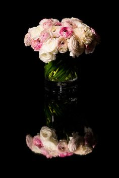 ranunculus the seasonal alternative to roses by Eric Buterbaugh Flower Design. #giftguide #ValentinesDay