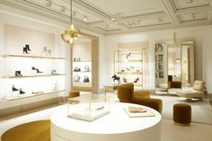 Get the most elegant and glamorous ideas for interior design stores and windows displays. Discover more about Memoir inspirations at http://memoir.pt/inspirations/
