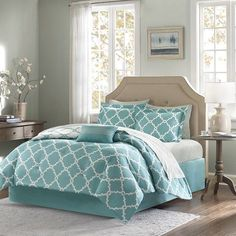 The Teal Blue Fretwork Complete King Size Comforter and Sheet Set creates a simple yet coastal chic look in your home.