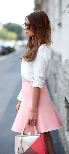 Veronica Ferraro is wearing a white blouse and a pink skirt from Zara and he bag is form Fendi