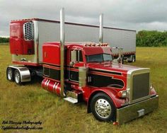 Black and Red Custom Peterbilt Flat Top, 379 Peterbilt Flat Top for Sale in California - Trucks Image Gallery Custom Peterbilt, Peterbilt 379, Peterbilt Trucks, Show Trucks, Big Rig Trucks, Old Trucks, Custom Big Rigs, Custom Trucks, Custom Trailers