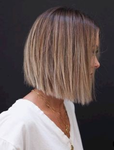 """It can not be repeated enough, bob is one of the most versatile looks ever. We wear with style the French """"bob"""", a classic that gives your appearance a little je-ne-sais-quoi. Here is """"bob"""" Despite its unpretentious… Continue Reading → Bob Haircut For Fine Hair, Bob Hairstyles For Fine Hair, Long Bob Haircuts, Short Hairstyles For Women, Hairstyles 2018, Modern Haircuts, Haircut Bob, Latest Hairstyles, Wedding Hairstyles"""