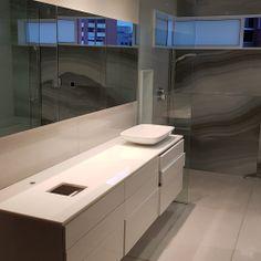 #baño #proyectodecc #blanco #espejo #cajones  Ubicación: Medellín / Poblado  Cliente: Sector Privado  Tipo de intervención: Diseño Interior y Construcción Área de Intervención: 380 m2 Periodo: 2014-2018 Photo And Video, Instagram, Mirror, Drawers, Architecture, Interiors, Blue Prints