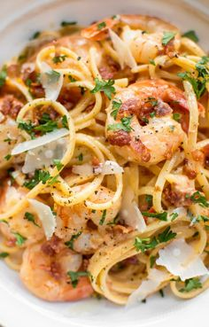 This easy, creamy shrimp pasta with bacon is the perfect weeknight treat or easy dinner party recipe! The sauce is brightened with fresh tomato. Garlic and white wine make the sauce extra delicious. pasta shrimp Shrimp and Bacon Pasta Top Recipes, Fish Recipes, Seafood Recipes, Cooking Recipes, Recipes With Shrimp, Cheap Recipes, Salmon Recipes, Recipies, Bacon Pasta Recipes