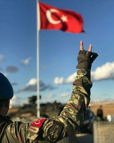 #Murat #Muratcelep #suskun #suskunn #Türk #Bayrak #Osmanlı #Turan #Kızılelma #Bozkurt #Vatan #Millet #Anadolu #Ötüken Turkish Military, Turkish Army, Turkey Flag, Turkish Soldiers, Bae, Visit Turkey, Warrior Quotes, Wolf Howling, Turkey Travel