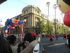 Personaje: Supermán  Actividad: Paris Parade 2012  Lugar: Santiago.Chile.  Desfile Navideño