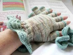 Learn how to knit fingerless gloves with half fingers.