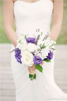 http://www.memoriesbidesign.com/ ignore pin. this website is for place that freeze drys bridal bouquets.