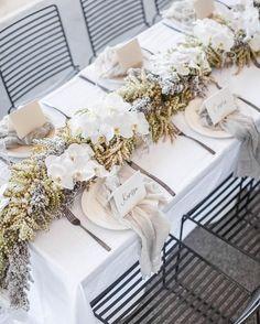 Hochzeitsdeko mit Orchideen Wedding decoration with orchids Wedding Table Decorations, Wedding Table Settings, Decoration Table, Sweet Wedding Dresses, Festa Party, Sydney Wedding, Wedding Beach, Wedding Reception, Table Arrangements