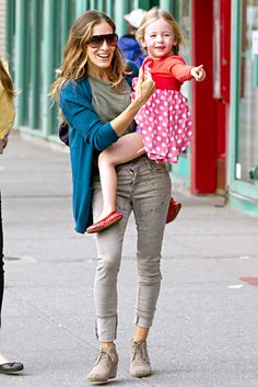 Sarah Jessica Parker, in James Jeans, and daughter Tabitha were marveling at the everyday sights during a Sept. 27 stroll near their home in NYC.