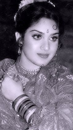 80s Actresses, Indian Actresses, Most Beautiful Indian Actress, Alia Bhatt, Bollywood Stars, Bellisima, Portraits, Saree, Actors