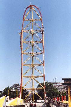 Dragster in Cedar Point, Sandusky Ohio. in 4 seconds. 420 ft in the air. 17 second thrill roller coaster Top 10 Roller Coasters, Roller Coaster Theme, Crazy Roller Coaster, Fastest Roller Coaster, Best Amusement Parks, Amusement Park Rides, Abandoned Amusement Parks, Cedar Point Ohio, Fair Rides