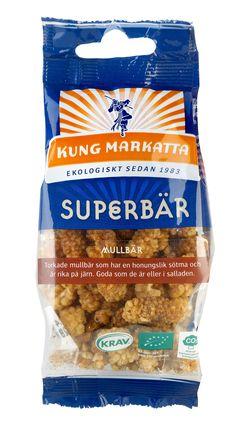 Vita mullbär 50g   Kung Markatta - kungen av ekologiskt. Vita mullbär är ett superbär som i arabvärlden kallas för Öknens bröd tack vare sin näringsrikedom. Förutom att vara kända för sina antioxidanter är mullbären även rika på vitaminer och mineraler, framförallt järn. Kung Markattas vita mullbär är ljuvligt söta och honungslika i smaken. De passar därför utmärkt att stoppa i munnen precis som de är eller att blanda i müslin eller salladen.