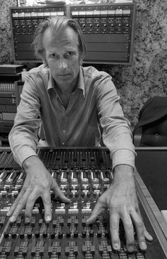 George Martin - January 1926 - March 2016 The Fifth Beatle Rock Artists, Music Artists, Sir George Martin, Recorder Music, Capitol Records, The Fab Four, Band Photos, George Harrison, Good People