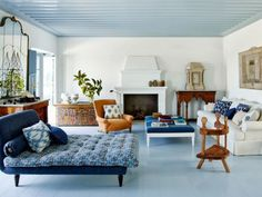 A cor que você escolhe para pintar as paredes dos cômodos pode tornar o ambiente mais relaxante ou estimulante.