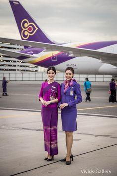Smile of Thai Airways Attendant ยิ้มหวาน Thailand Fashion, Airline Uniforms, Thai Airways, Airline Flights, Train Pictures, Koh Tao, Cabin Crew, Flight Attendant, Aviation