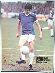 Retro Football, Football Cards, Football Players, English Football League, Everton Fc, Football Pictures, Running, Sports, Club