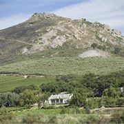 """Vondeling Venue and St Clement chapel are located on the working wine farm Vondeling in the Voor Paardeberg wine region of Paarl. Vondeling is on """"the road ."""